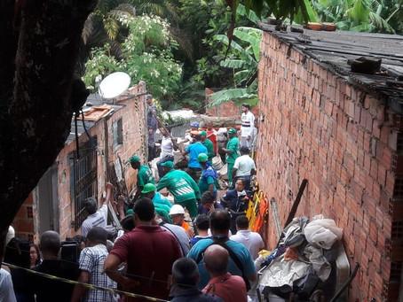 Desabamento mata quatro no bairro de Pituaçu, em Salvador