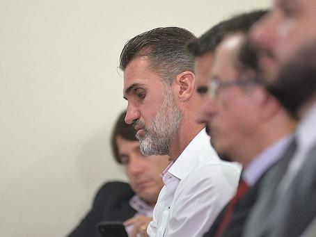 Técnico do Vitória punido por mandar zagueiro forçar expulsão no BA-Vi