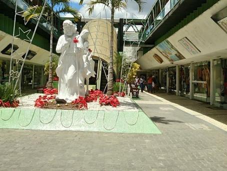 Lojas abrem até aos domingos durante o período natalino