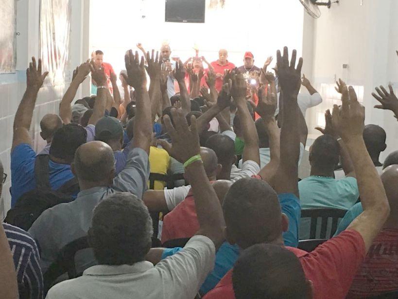 Vigilantes aprovam greve em assembleia