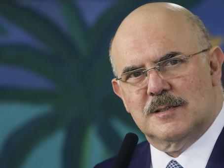 Ministro da Educação admite riscos mas quer retomar logo as aulas