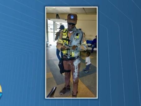 Agente de trânsito agredido após multar motorista que parou em vaga de idoso