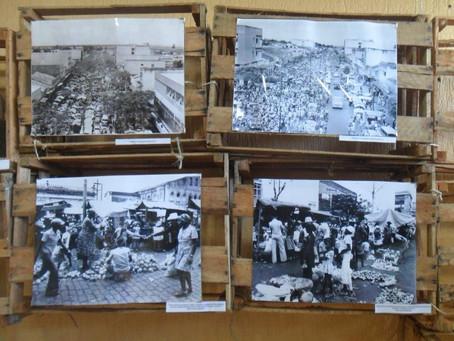 Imagens da feira livre de ontem e de hoje expostas na Uefs