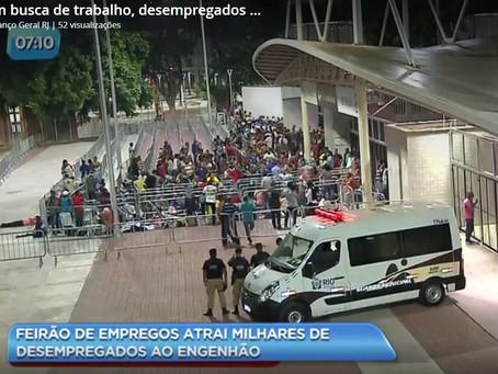 Desempregados madrugam na fila em busca de uma vaga no Rio de Janeiro