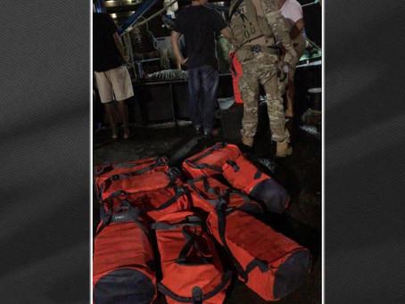 Barco levava 336 quilos de cocaína escondida sob gelo em parede falsa