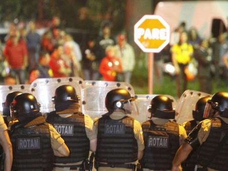 Após tumultos na chegada de Lula domingo é tranquilo em Curitiba