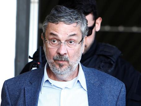 Moro condena Palocci a 12 anos de prisão