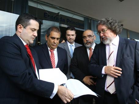 Advogados entregam ao STF abaixo-assinado contra prisão em segunda instância