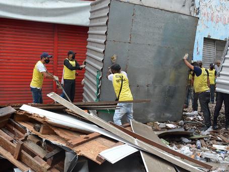 Prefeitura começa a remover barracas da Sales Barbosa