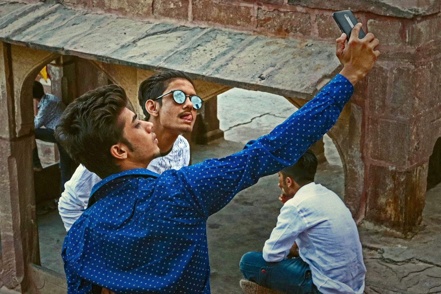 The nawabs of narcissus / The sultans of selfie