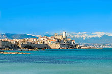 antibes-from-plage-mountains-behind.jpg