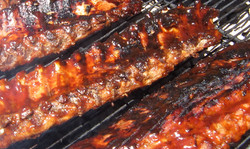 Finishing off the ribs