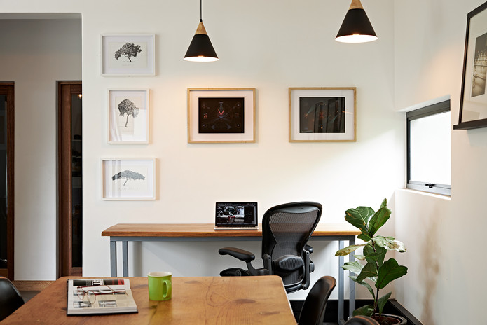 Desk seating