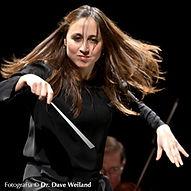 joanacarneiro-maestrinatitular-orquestra