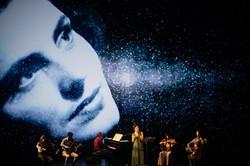 Amália: a voz maior do que o fado / João Botelho