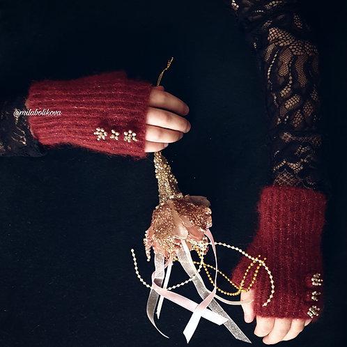 Short winter's fingerless gloves