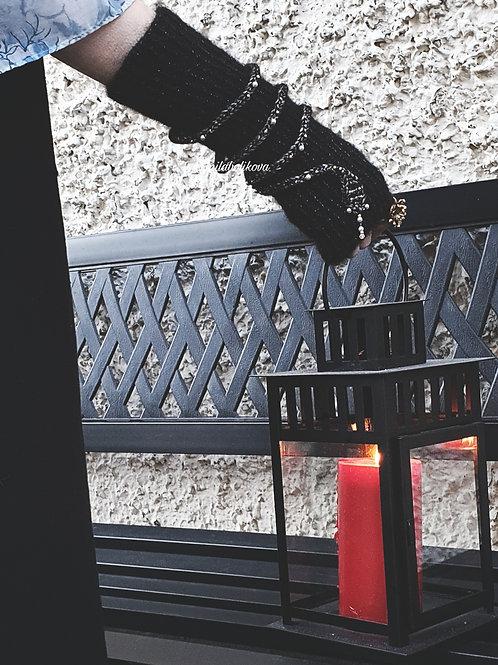 Winter's fingerless gloves Silver snakes