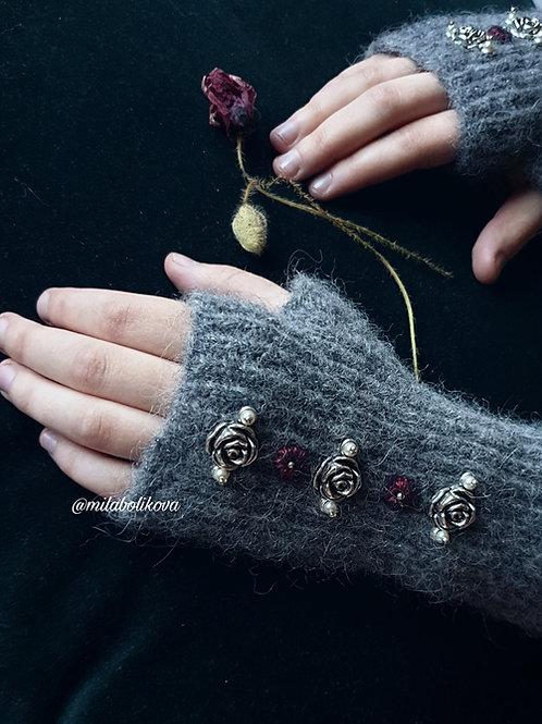 Short Winter's fingerless gloves Silver roses