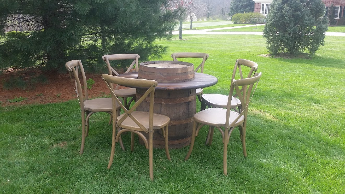 Barrel Table & Chairs