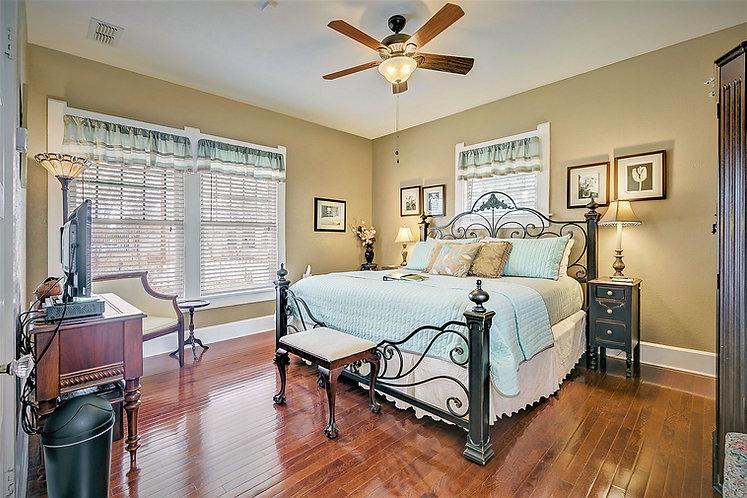Granbury Suite-King.jpg