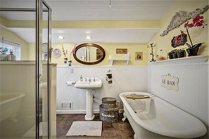 Garden Suite Bath.jpg