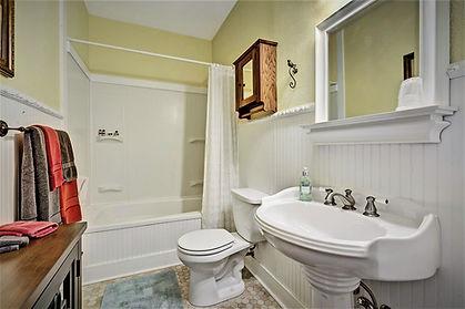Granbury Suite Jetted Bath.jpg