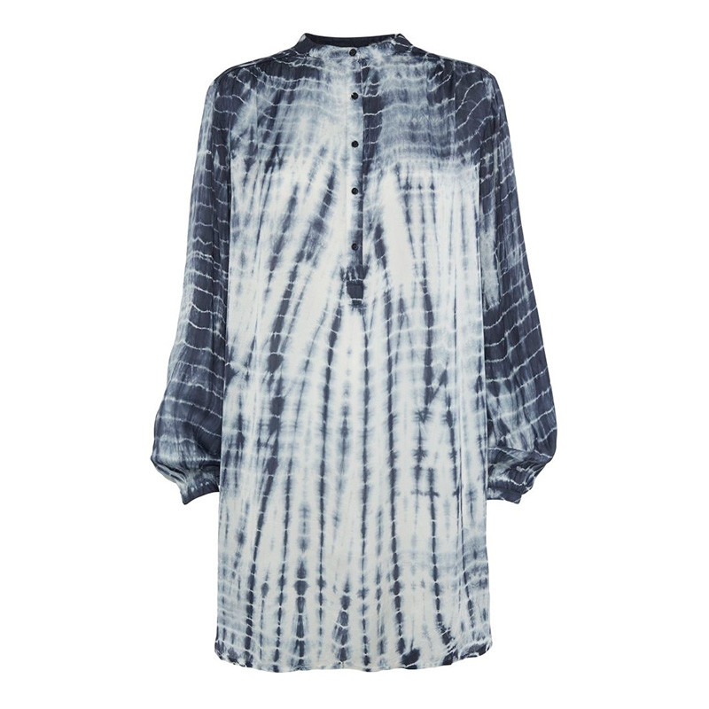 Denne Kimono i 100% viskose finder du lige nu i webshoppen.