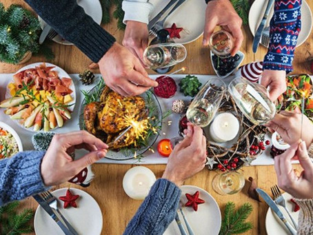 ... y beben y beben y vuelven a  beber..... y  comen y comen y vuelven a comer...