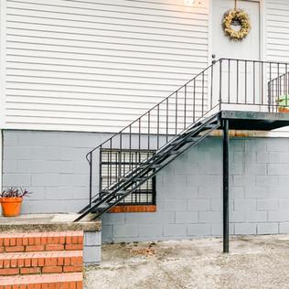 Discrete back door and back parking lot