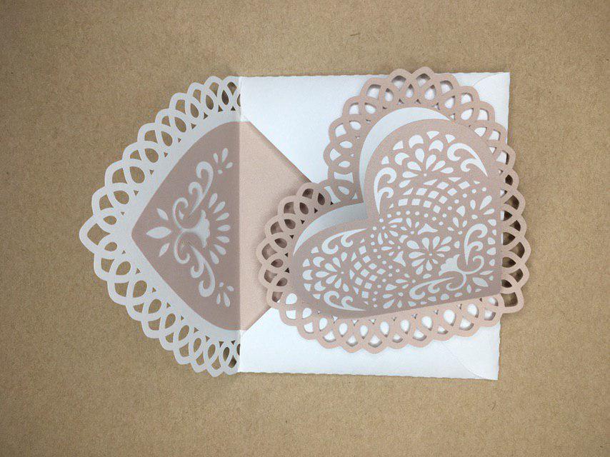 Кружевные конверт и открытка