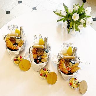 petit dejeuner / room service