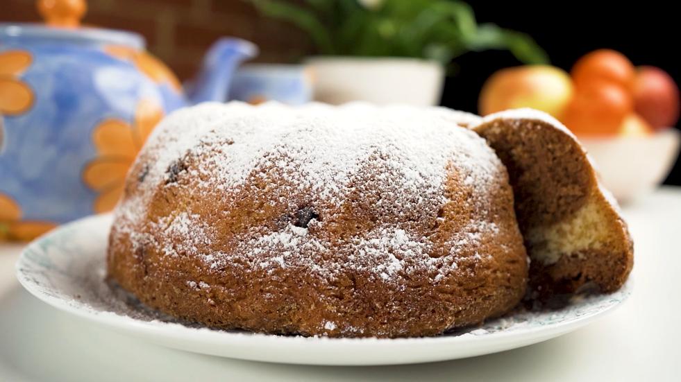 Traditional Slovakian Babovka (bundt cake recipe), follow along