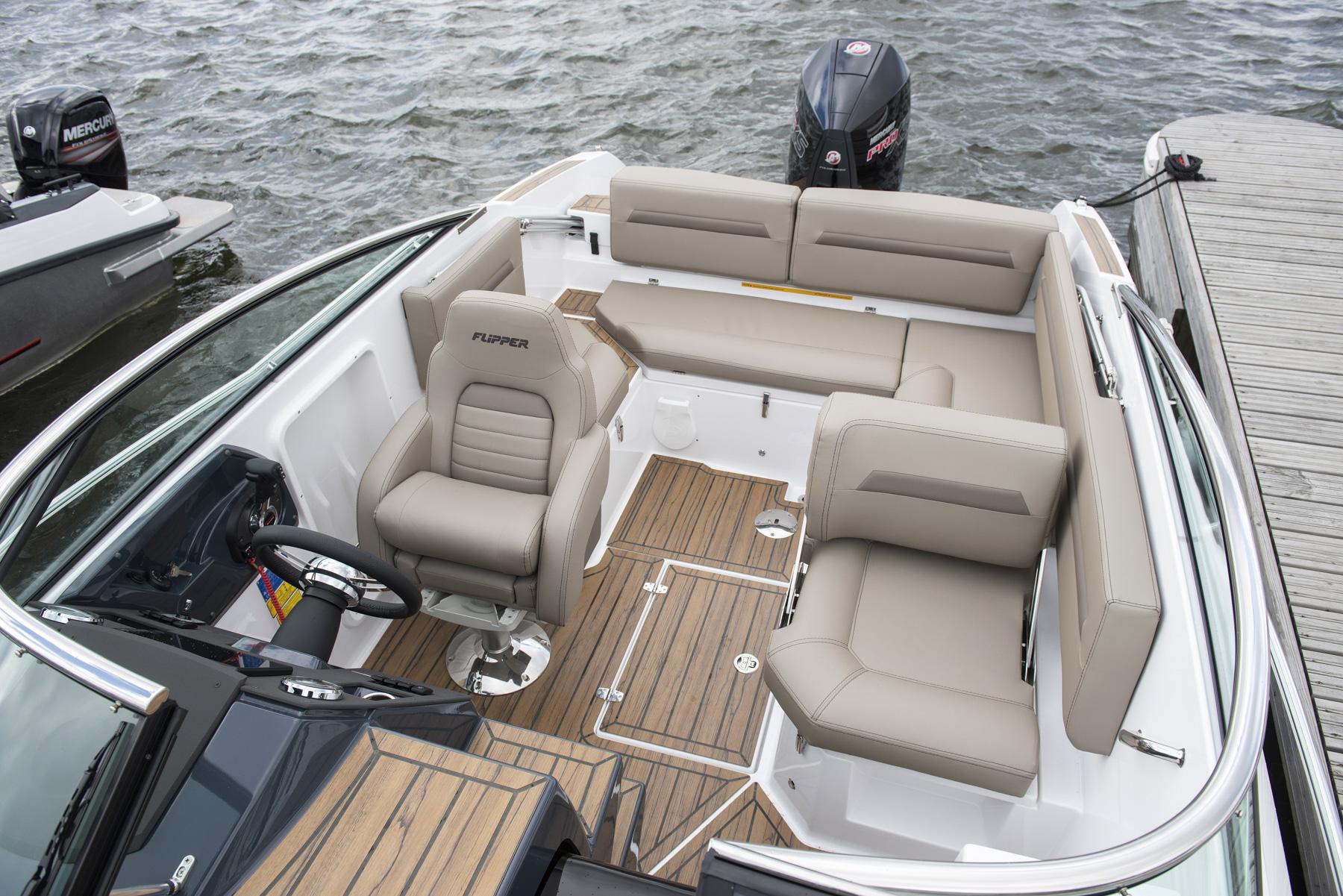 Flipper 650 Day Cruiser aft cockpit