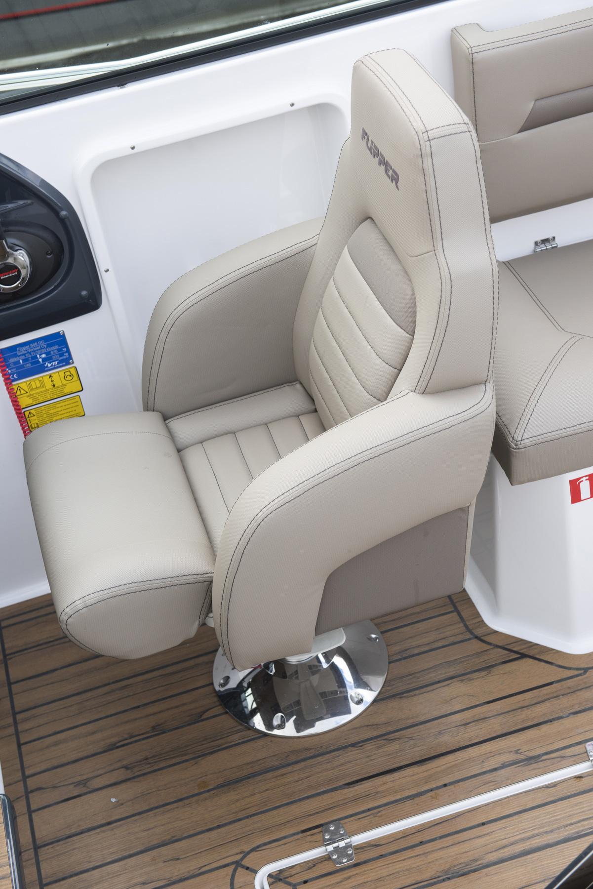 Flipper 650 Day Cruiser helm chair