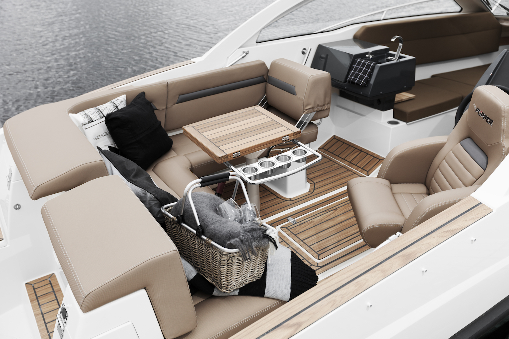 Flipper 700 Sport Top aft table up