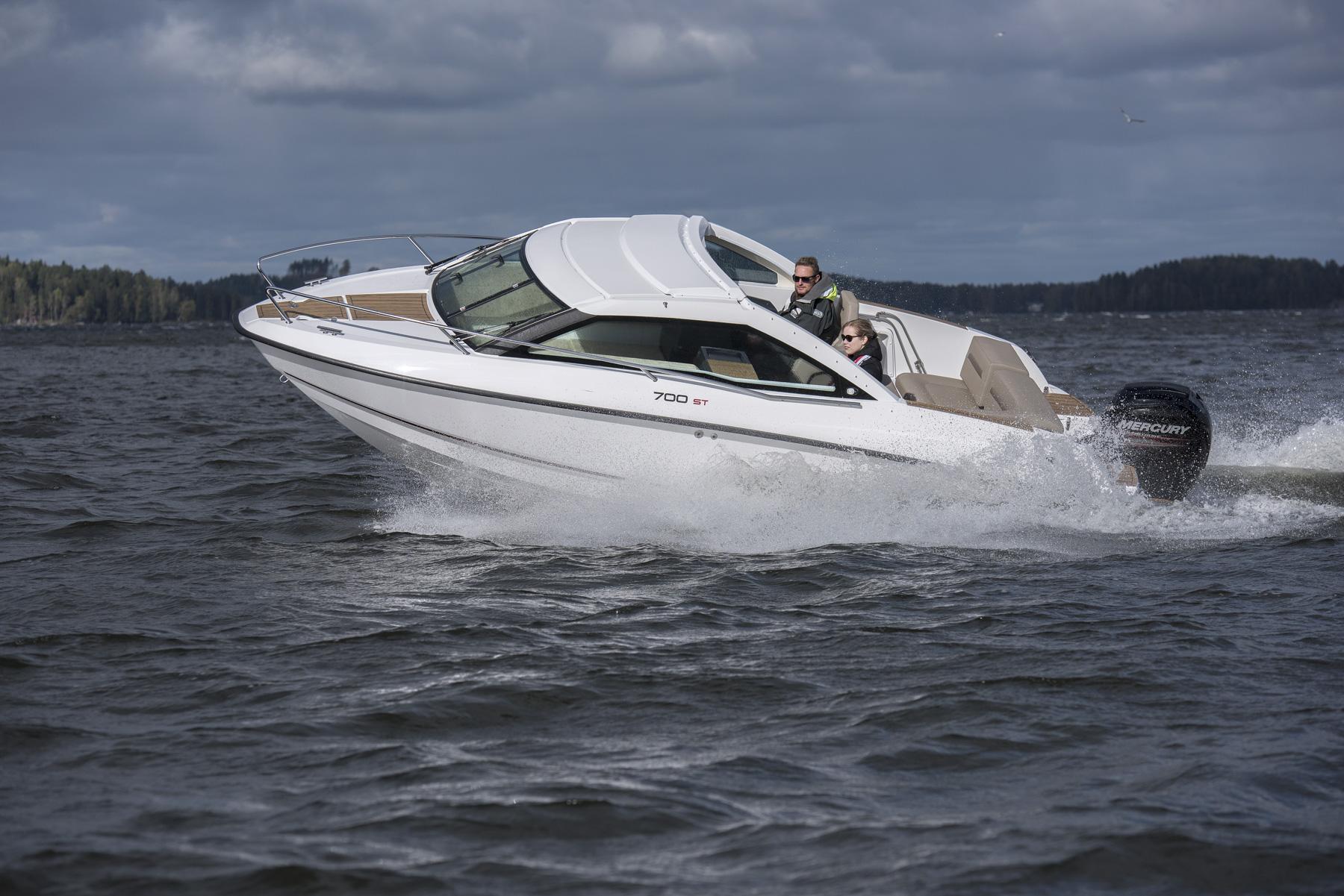 Flipper 700 Sport Top | port quarter running