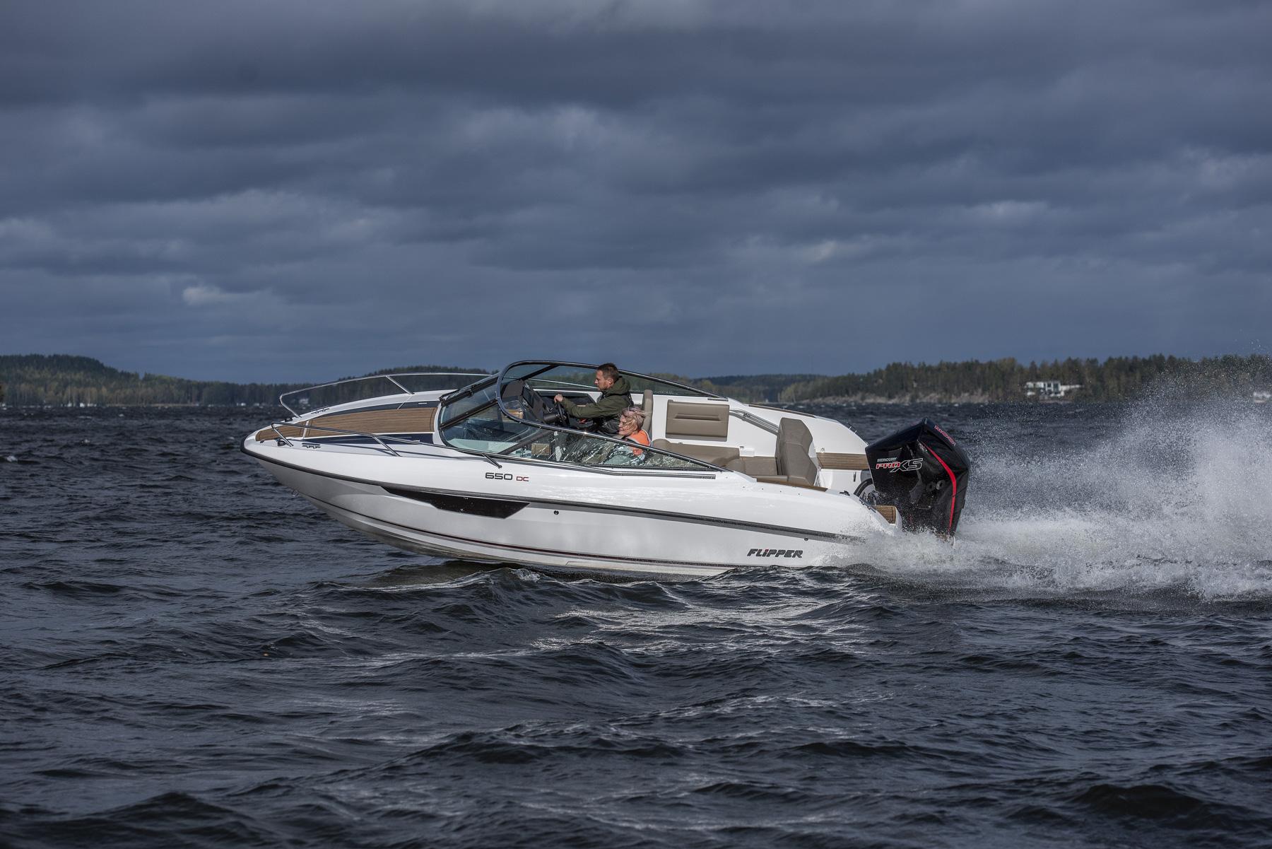 Flipper 650 Day Cruiser port running