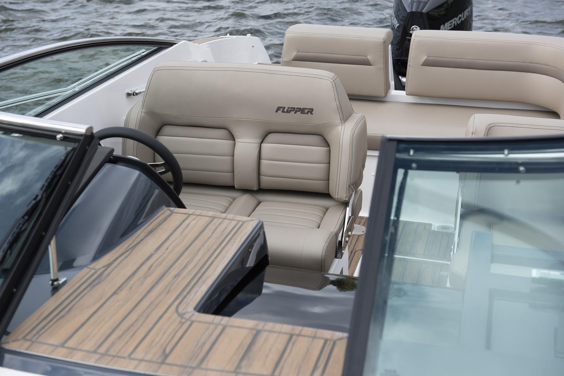 Flipper 700 Day Cruiser cockpit view