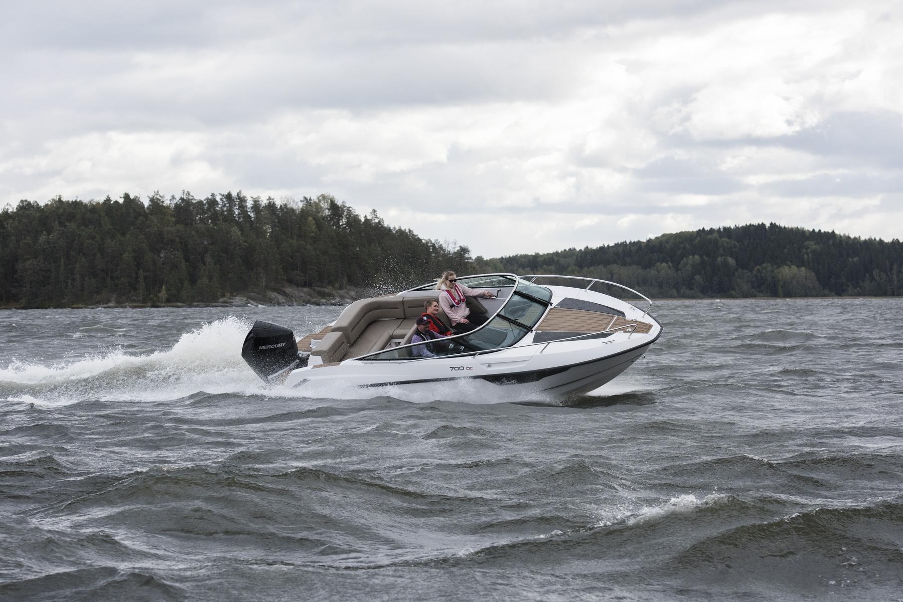 Flipper 700 Day Cruiser starboard lean