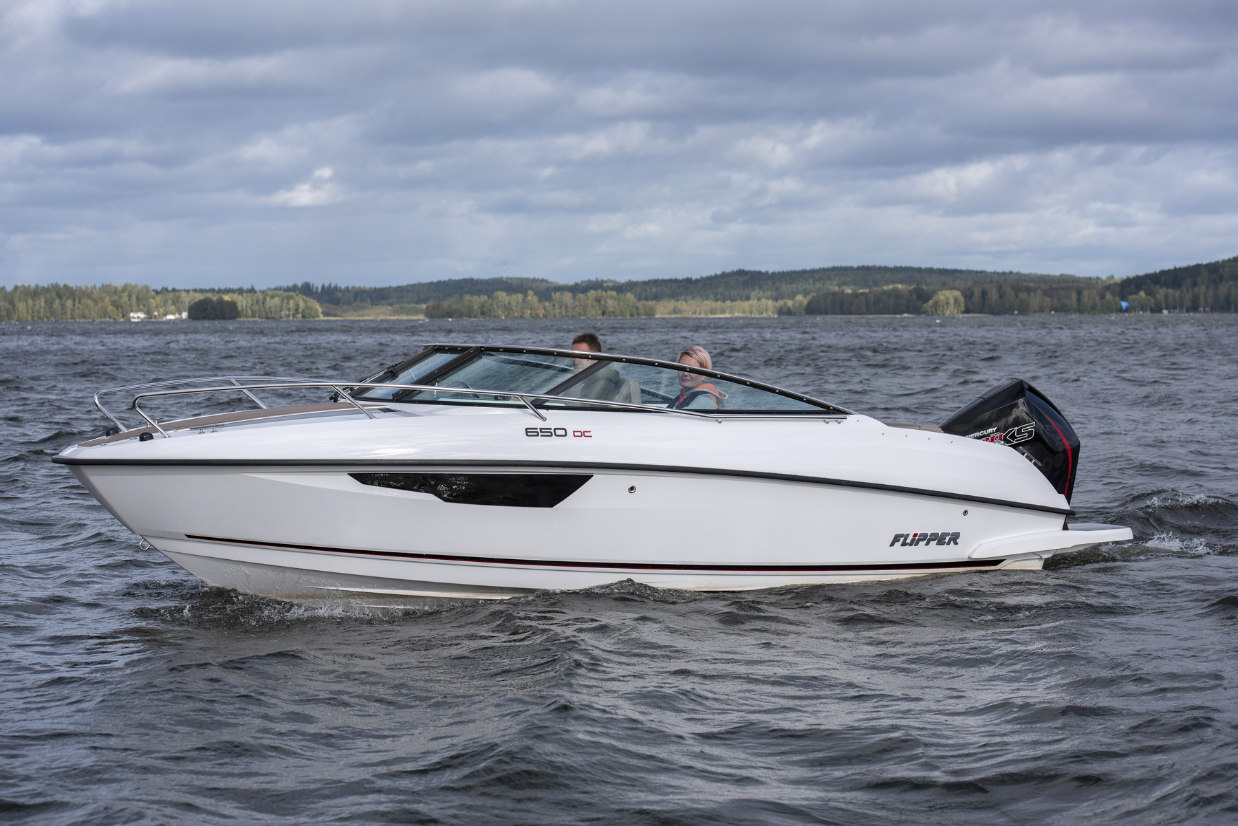 Flipper 650 Day Cruiser side profile