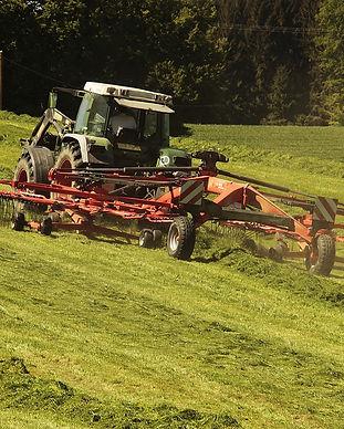 tractor-3382681_1280.jpg