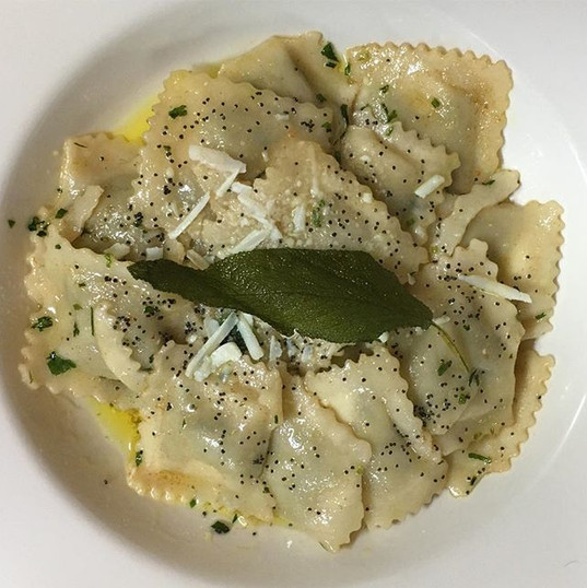 Ricotta and spinach ravioli with butter