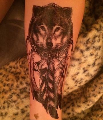 Tatouage Loup Wolf Dreamatcher Plumes 15*21