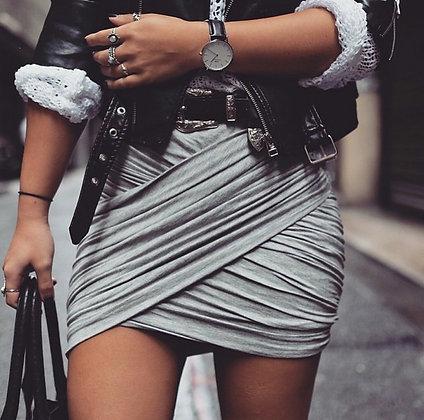 Jupe courte taille haute drapée plissée grise