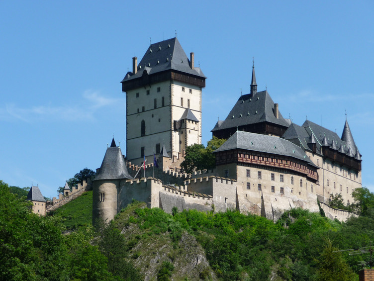 Burg_Karlstein_-_Karlštejn_-_panoramio.jpg