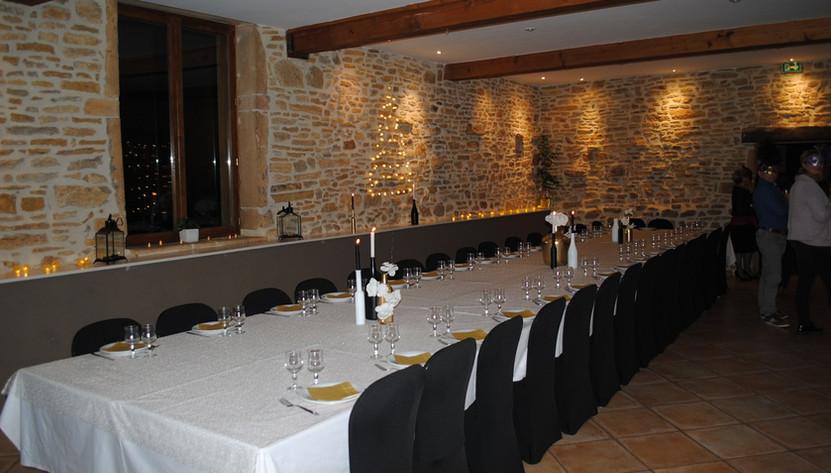 Salle lors d'une fête anniversaire au Domaine des Vignes d'Hôtes