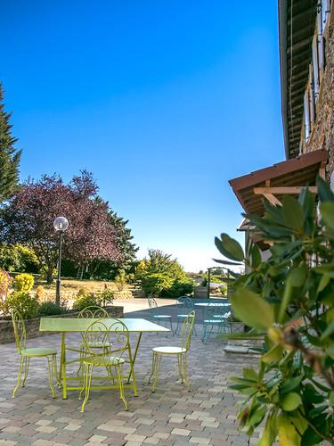 Terrasse et jardin domaine des vignes d'hotes bagnols.jpg