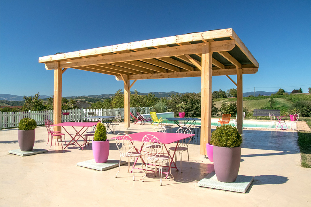 Terrasse avec piscine Bagnols rhone.jpg