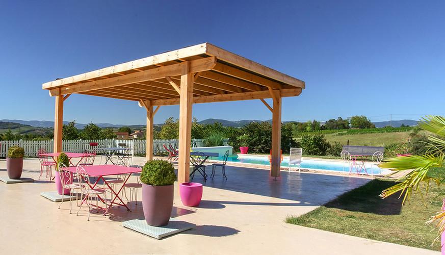 Terrasse avec vue sur les Monts du Lyonnais