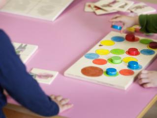 Idées reçues sur les écoles Montessori : ce qui est vrai, ce qui est faux